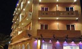Hotel 2200 m² u Atini