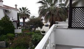 复式住宅 98 m² 位于新马尔马拉斯(哈尔基季基州)