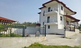 独立式住宅 220 m² 位于奥运海岸