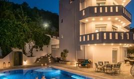 კოტეჯი 397 m² კრეტაზე