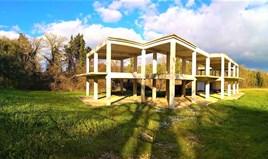 أرض 2000 m² في كورفو