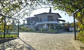Villa 300 m² on the Olympic Coast